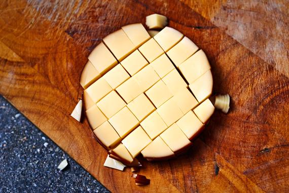 Pasta met salami en rookkaas | Rookkaas in blokjes