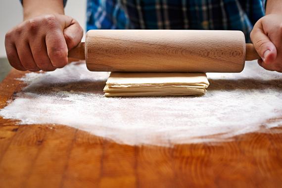 Zoete aardappeltaart | Deeg uitrollen