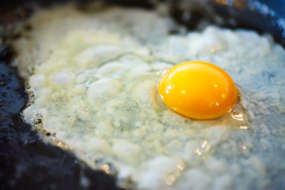 Zelf bibimbap maken | Ei bakken