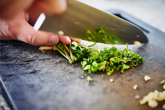 Bosje koriander snijden | Chow mein