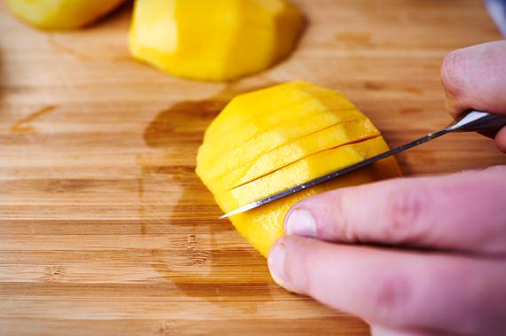 Mango in plakjes snijden | Gezonde salade