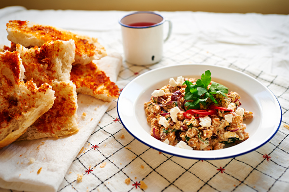 Kikkererwtensalade met feta en Turks brood | Puur Eten