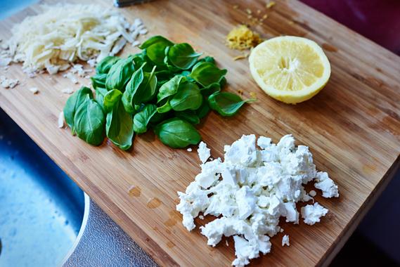 Spaghetti met citroen, feta en basilicum | Verschillende ingrediënten