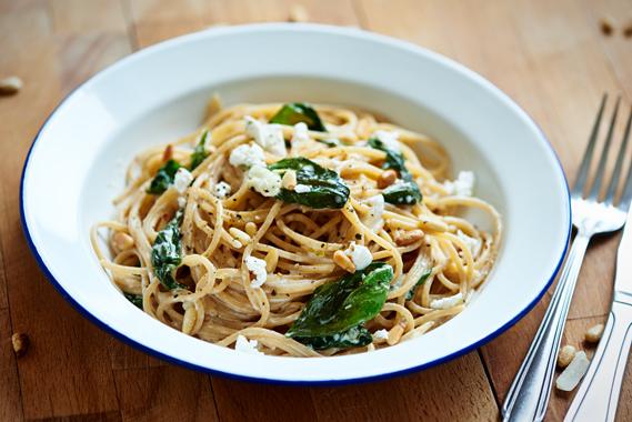 Spaghetti met citroen, feta en basilicum | Puur Eten