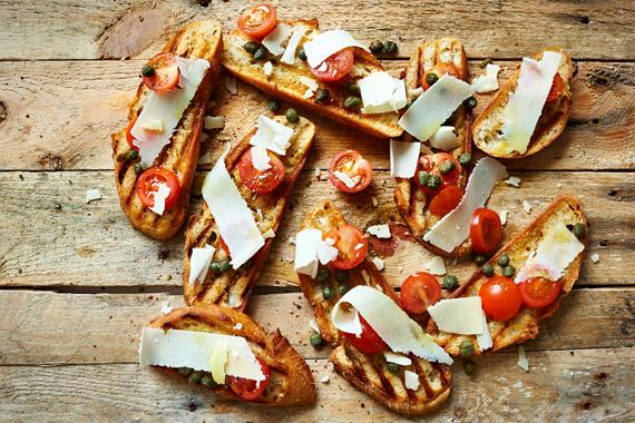 Bruschetta met tomaat en kappertjes | Puur Eten